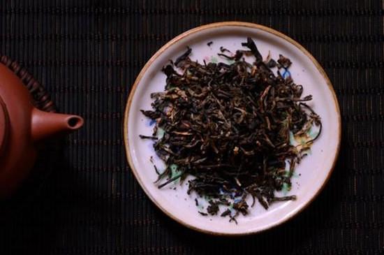 普洱茶放了10年值多少,详解陈年普洱茶饼价格